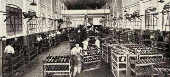 Recinte de treball de la fàbrica Melis de calçat d'Inca (ca. 1930).